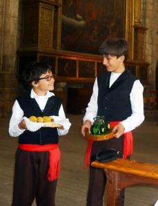 Niños con ofrendas