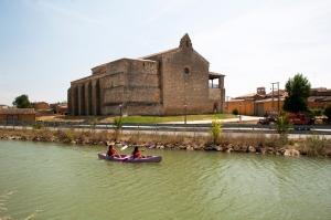 Iglesia y canal