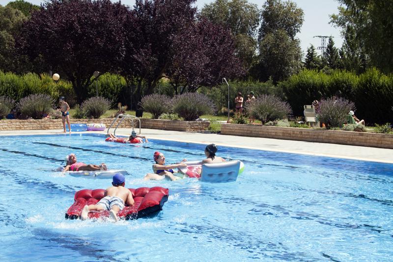 Recuerdos del verano fiestas con el agua alejodevahia for Agua de la piscina turbia